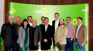 Im Mainzer Abgeordnetenhaus berieten der baden-württembergische Verkehrsminister Winfried Hermann (5. von links)  mit Daniel Köbler (7. Von links), Wolfgang Schlagwein  und Jutta Blatzheim-Rögler (2. Und 3. Von links) sowie weiteren Grünen Abgeordneten und FachreferentInnen aus den Ländern das weitere Vorgehen und bekräftigten die entsprechenden Forderungen auch des Bundesrates zur Sicherstellung der Mobilitätsangebote auf der Schiene
